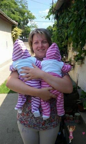 Babyandkidfashion, babaruha varrás, kisbaba és kisfiú hasonló szettben, az általunk készített ruhában, kép.