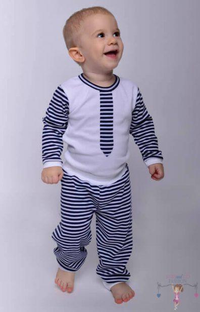 Babyandkidfashion kisfiú kép, kisfiú nyakkendős bodyban, hozzá illő nadrággal, kép.
