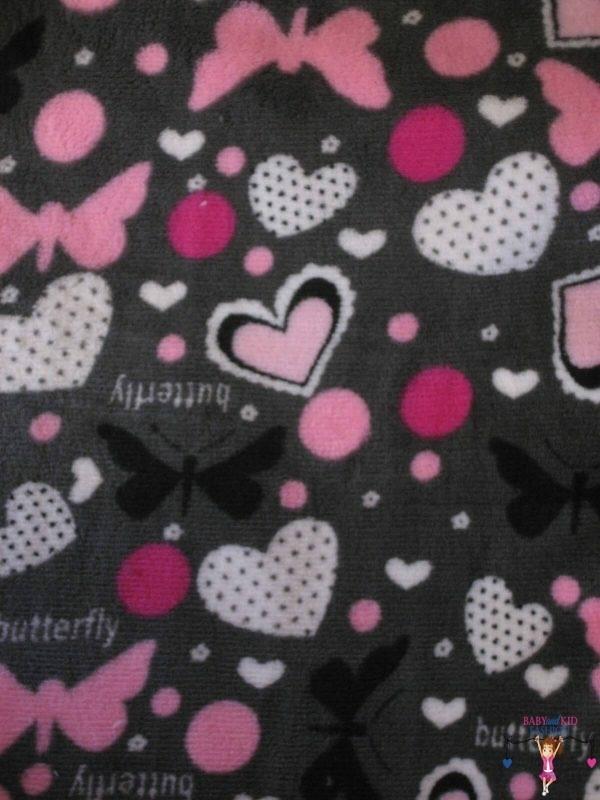 babatakaró, wellsoft anyagú, szürke alapon pink pillangós és szíves, kislányoknak, termékkép.