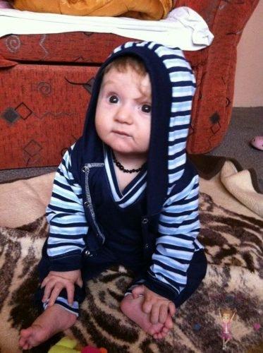 babyandkidfashion, cuki kisfiú, kapucnis kocsikabátban, kisbabáknak, kép.