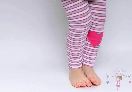 Babyandkidfashion, pink csíkos leggings, pink szívvel, kislányoknak, kép.