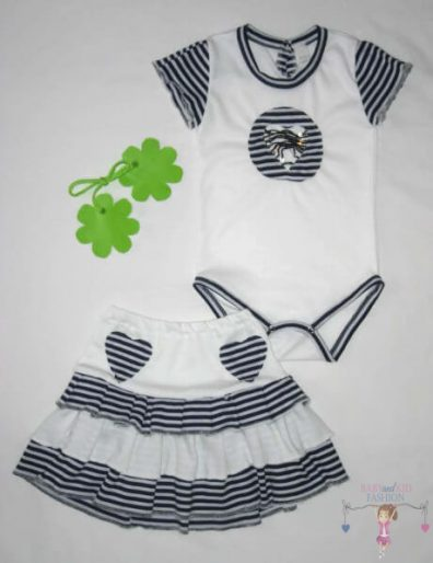 kislány ruha szettek, fehér, sötétkék csíkos variációval készült két részes szett kislányoknak, termékkép.