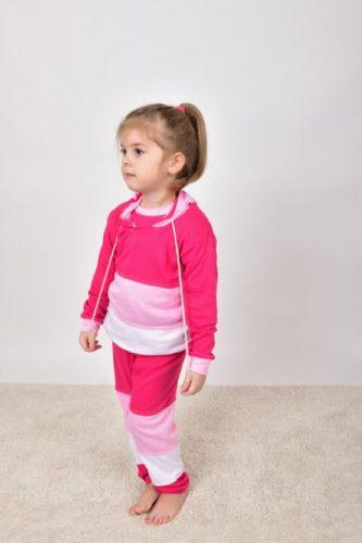 babyandkidfashion, Olcsó gyerekruha, kislány pink színű szettben, kép.