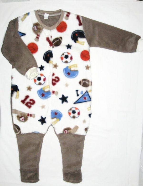 Téli fiú hálózsák, vajszínű alapon labda mintás, drapp ujjal tipegő hálózsák, termékkép.