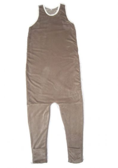 Fiú téli hálózsák, kávébarna színű, ujjatlan fazonú tipegő hálózsák, termékkép.