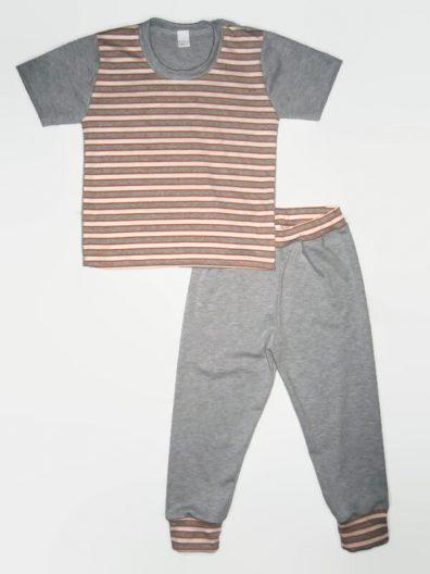 Fiú szett kisgyerekeknek, narancssárga-szürke-fehér csíkos világosszürkével kombinálva, rövid ujjú póló és hozzá illő hosszú világosszürke nadrág, termékkép.