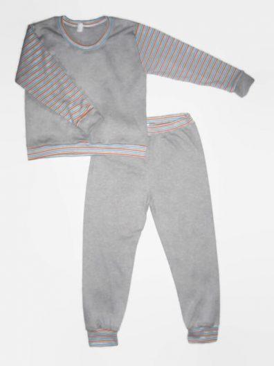 Gyerek pizsama kisfiúknak, világosszürke felső, csíkos hosszú ujjal és színben hozzá illő világosszürke hosszú nadrág, termékkép.